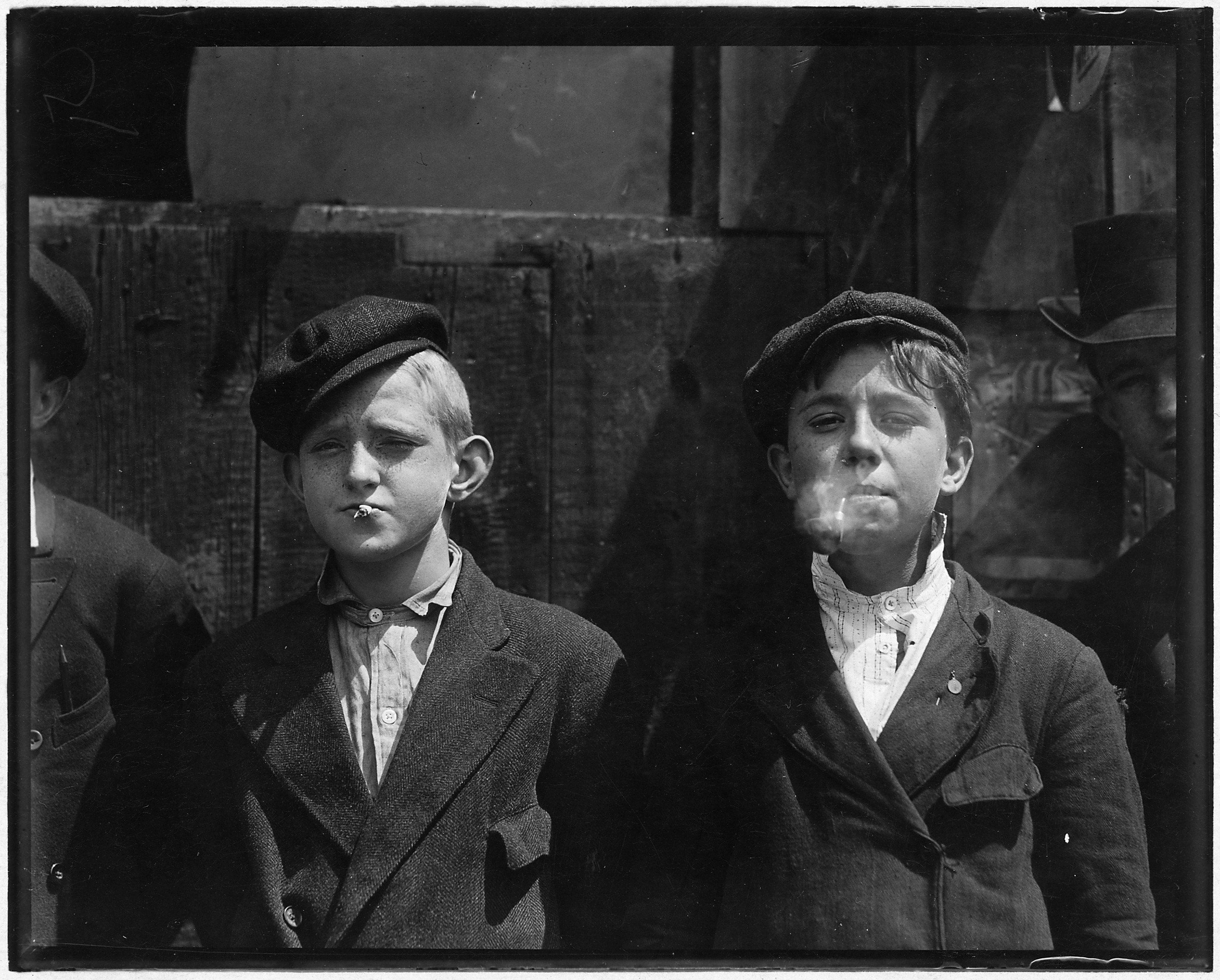 11-00_A.M._Newsies_at_Skeeters_Branch._They_were_all_smoking._St._Louis,_MO._-_NARA_-_523293